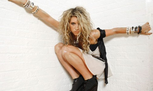 Kesha, scatti super hot per Maxim