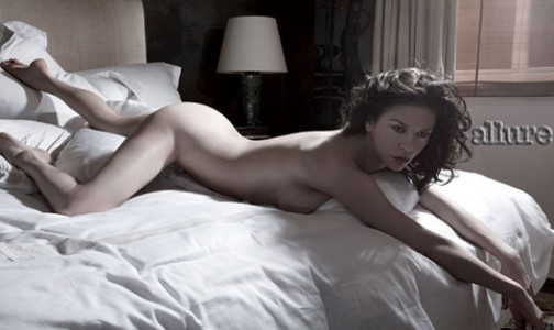 Catherine Zeta Jones nuda per Allure