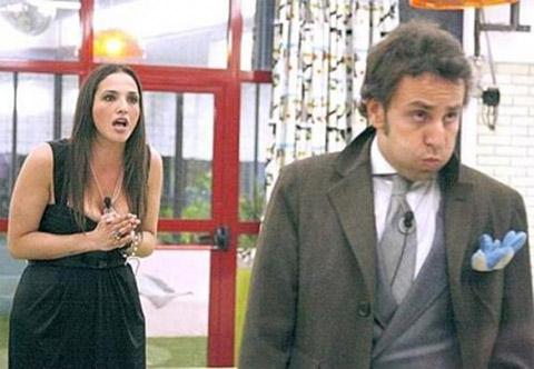 Lina si fidanza, addio a Roberto