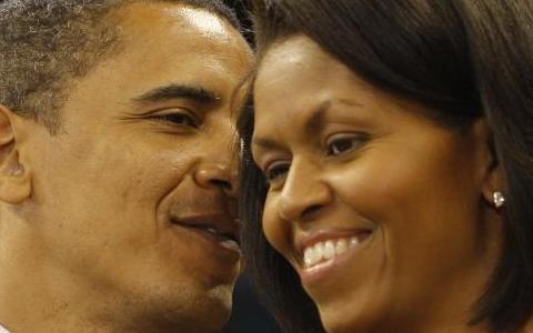 Barack Obama stravince e la moglie, Michelle Obama, detta moda!