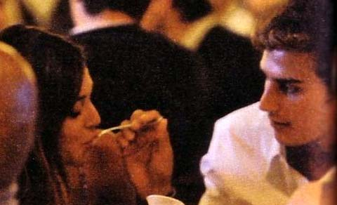 Belen Rodriguez e Alessandro Feliù, baci, abbracci e coccole al ristorante!!!