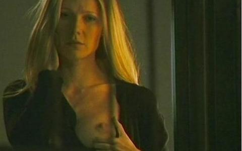 In Two Lovers Gwyneth Paltrow si scopre hard!