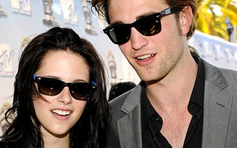 Robert Pattinson e Kristen Stewart fotografati nel letto assieme
