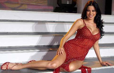 """Aida Yespica parla delle sue """"tette"""" e dice, """"Attente, le mie protesi sono diventate triangolari"""""""