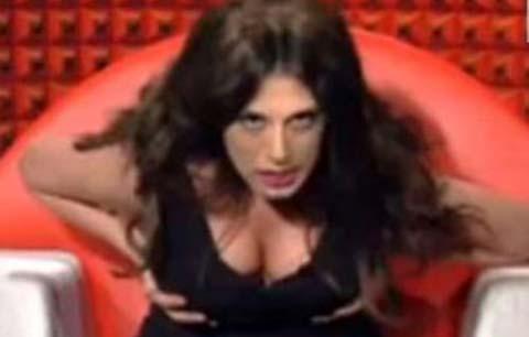 """Mai Dire Grande Fratello imita la """"tutte tette"""" Cristina, """"Ecco le mie Cristine!!!"""" Foto e video"""