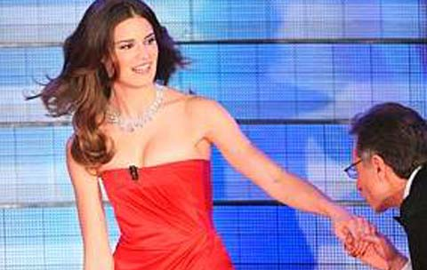 Sanremo 2009, upskirt di Alessia Piovan