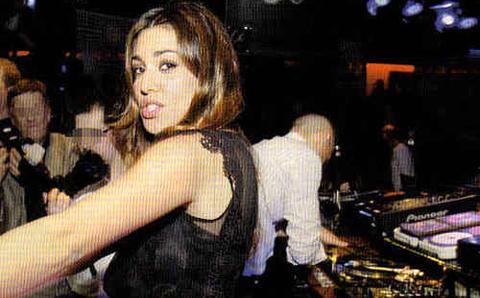 Belen Rodriguez e i balli in discoteca su Eva Tremila!!!