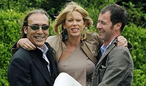 Oops Alessia Marcuzzi, sorrisi e tette al vento!!!