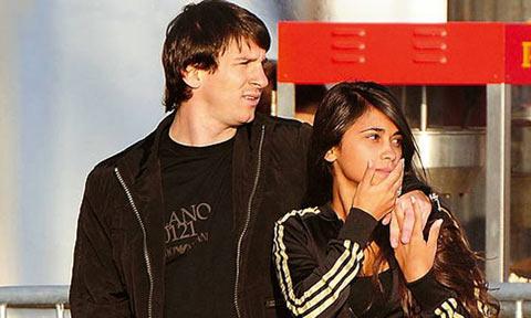 Lionel Messi è innamorato della sosia di Belen Rodriguez, Antonella Roccuzzo!!!