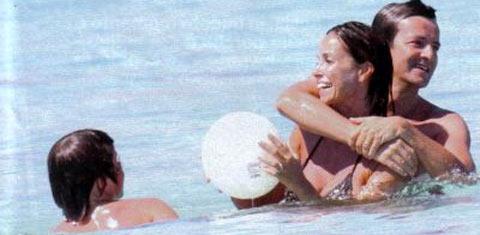 Cristina Parodi a Formentera, relax a tette al vento!!!