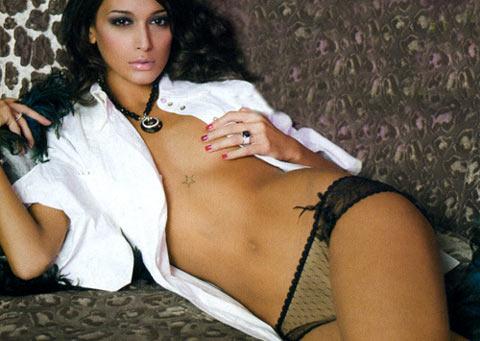 Cristina Buccino nuda su Novella 2000 si prepara per l'Isola dei Famosi