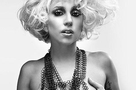 """Lady GaGa tette al vento su Q Magazine, """"Voglio un pene finto!!!"""""""