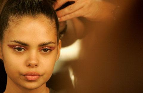 Samantha Harris, un'aborigena conquista il mondo della moda