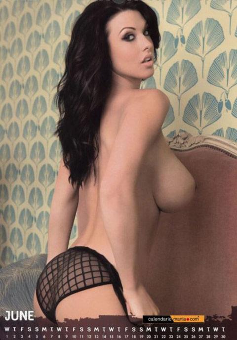 Alice goodwin nuda ed in lingerie per il suo calendario 2011.